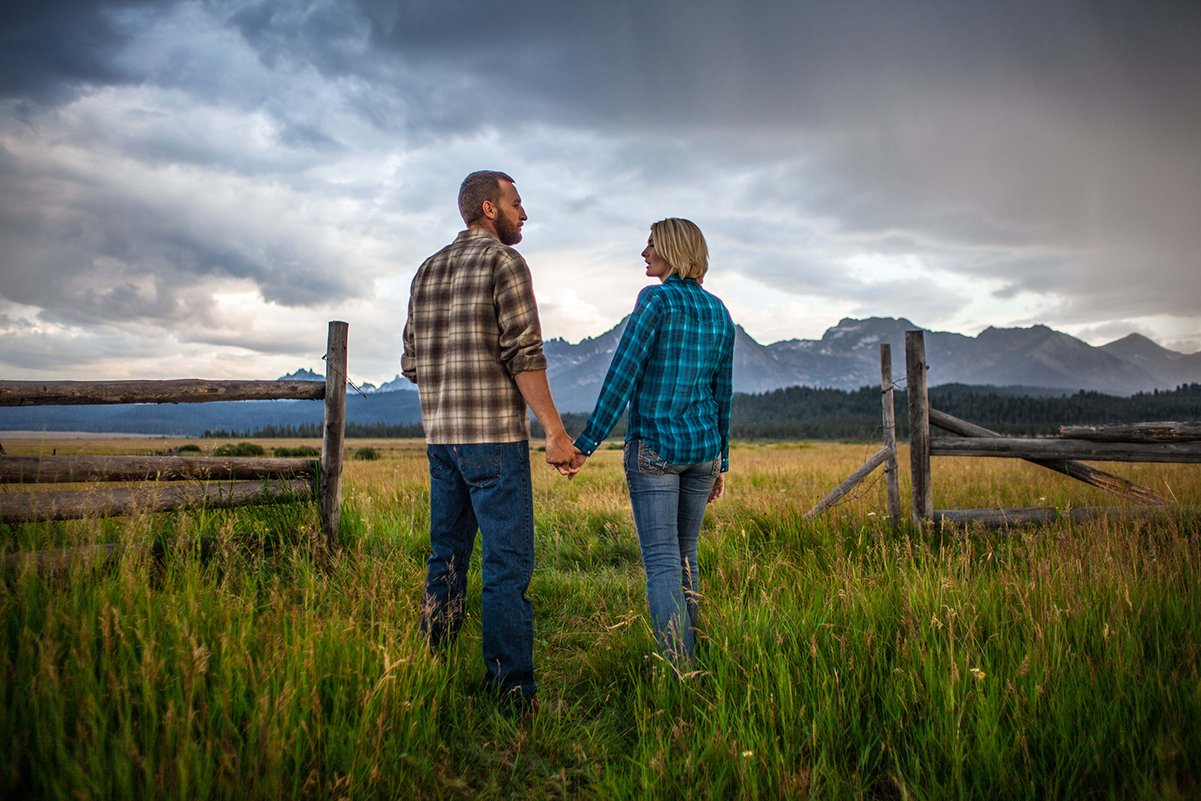 Engagement photo at the Sawtooth Mountains of Idaho